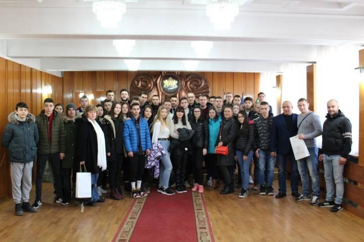 Младежи от Румъния и Македония пристигнаха в Панагюрище за обмяна на опит